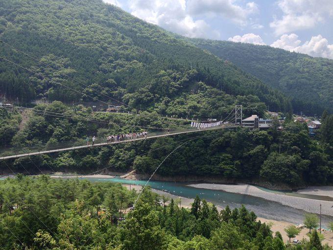 長さ297m高さ54m、生活用としては日本最長の吊り橋!