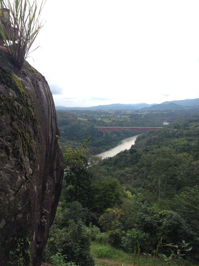 木曽川の右岸、標高432mに築かれた山城