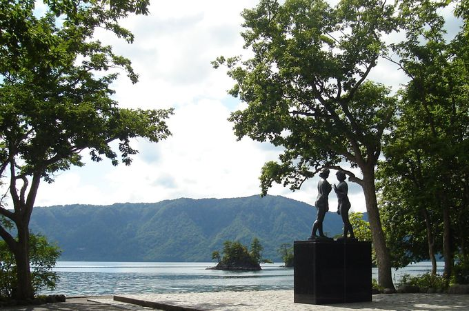 水深は何と日本3位!深い瑠璃色が美しい「十和田湖」