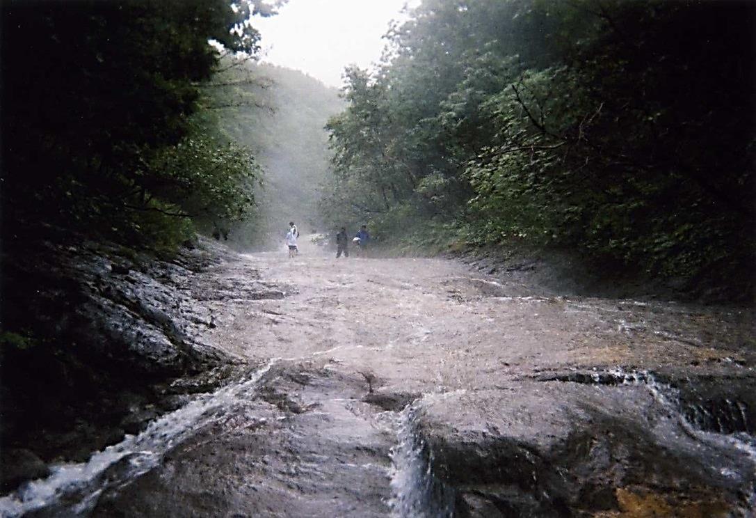 川をザバザバと遡る〜温泉沢登り