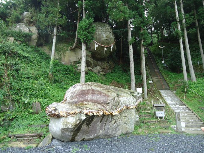 天児屋根命を祀る釣石神社