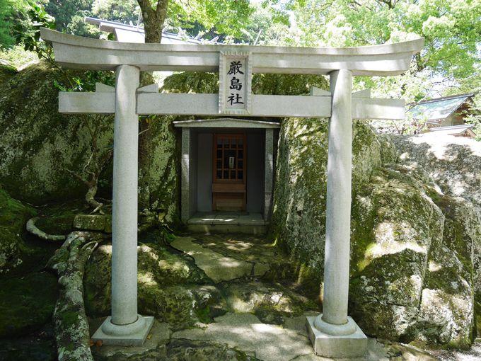 岩をくりぬいた厳島社は古代の磐座?