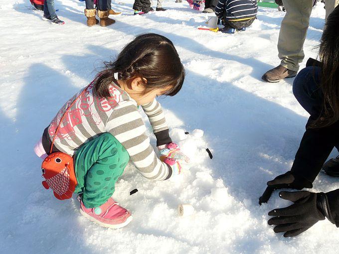 ひらパーのウインターカーニバルで雪遊び