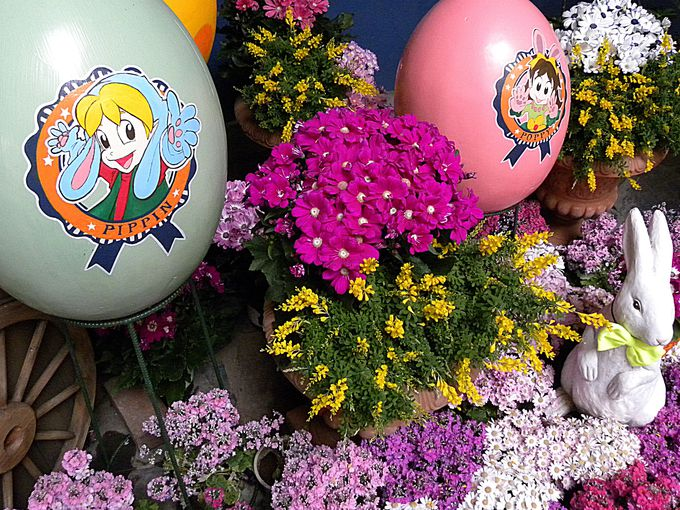 パーク内にあふれる花とエッグとバニー