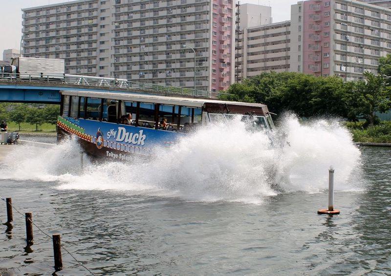 水陸両用バス『スカイダック』で巡る 東京スプラッシュツアー