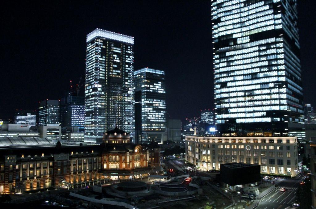 新丸ビル7階テラス!赤レンガ駅舎を一望
