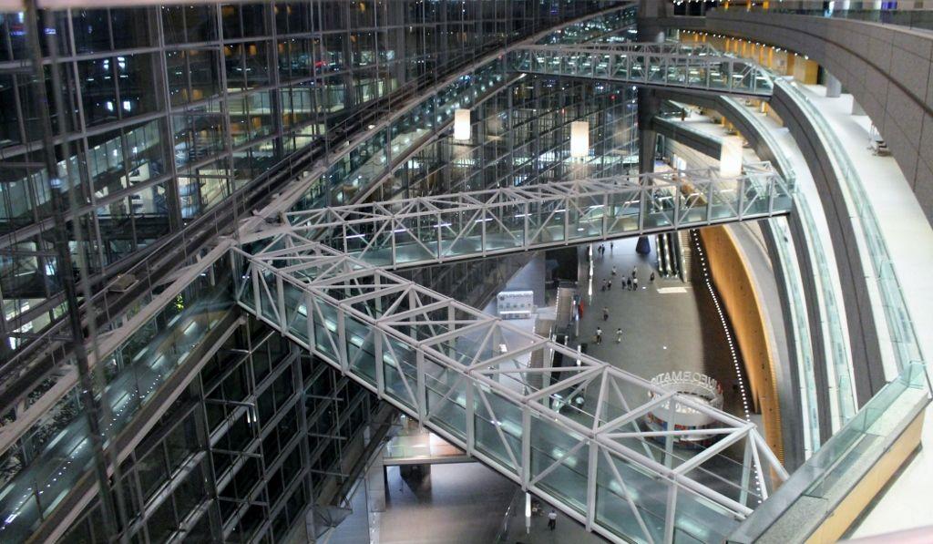 東京国際フォーラム ガラス棟 ラウンジ!まるで異次元空間