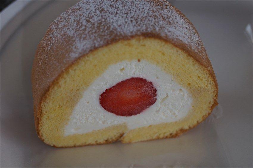 特産のイチゴを使ったロールケーキが美味しい
