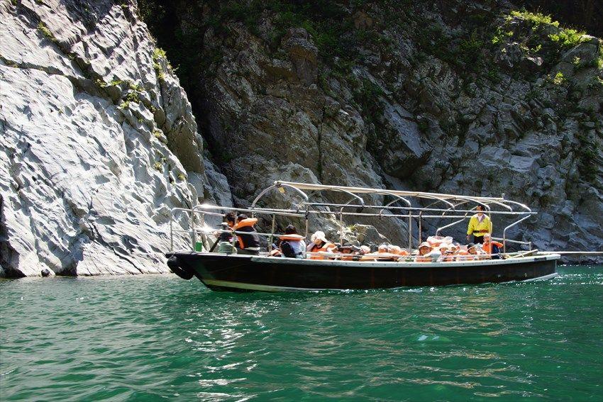 大歩危峡を船下りで楽しむ
