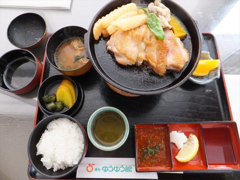 レストランで地鶏「阿波尾鶏」を食べる