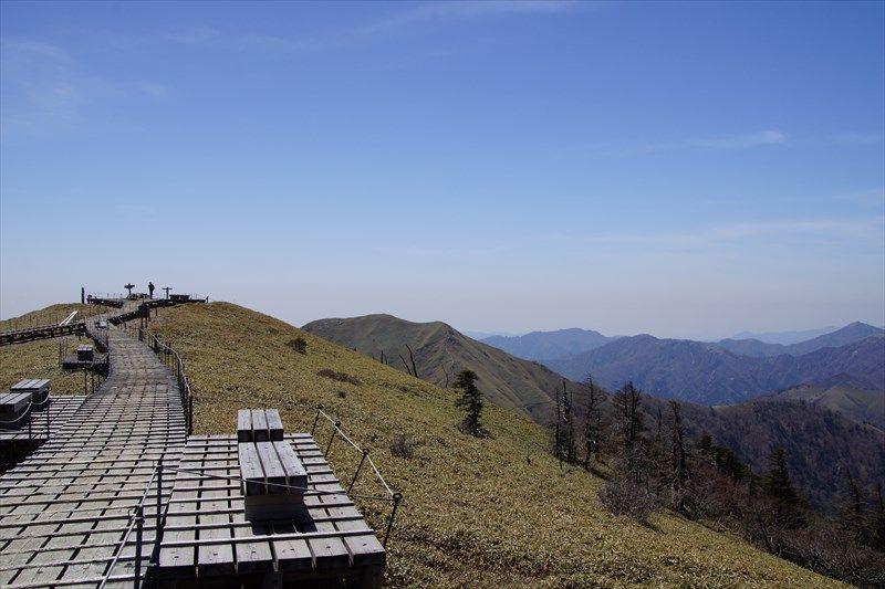 平家の馬場とも呼ばれる山頂付近からの眺めは最高