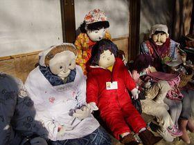 徳島県奥祖谷、秘境で暮らす大勢の「かかし」たちとの出会い|徳島県|トラベルjp<たびねす>