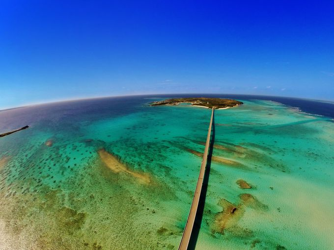 宮古島と池間島を結ぶ「池間大橋」