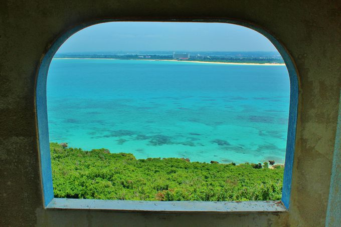 小窓から見える絶景に期待が高まる