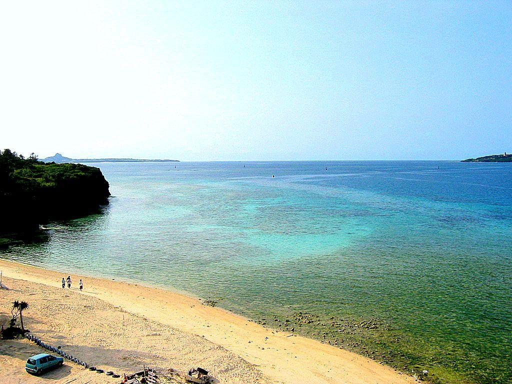 沖縄本島「瀬底大橋」でお手軽に極上沖縄ブルーを鳥瞰しよう!