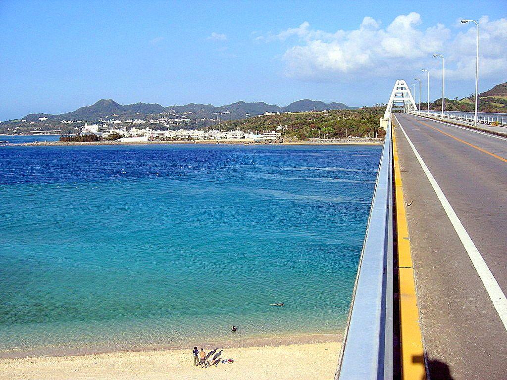 お手軽に極上沖縄ブルーを鳥瞰しよう[瀬底島]
