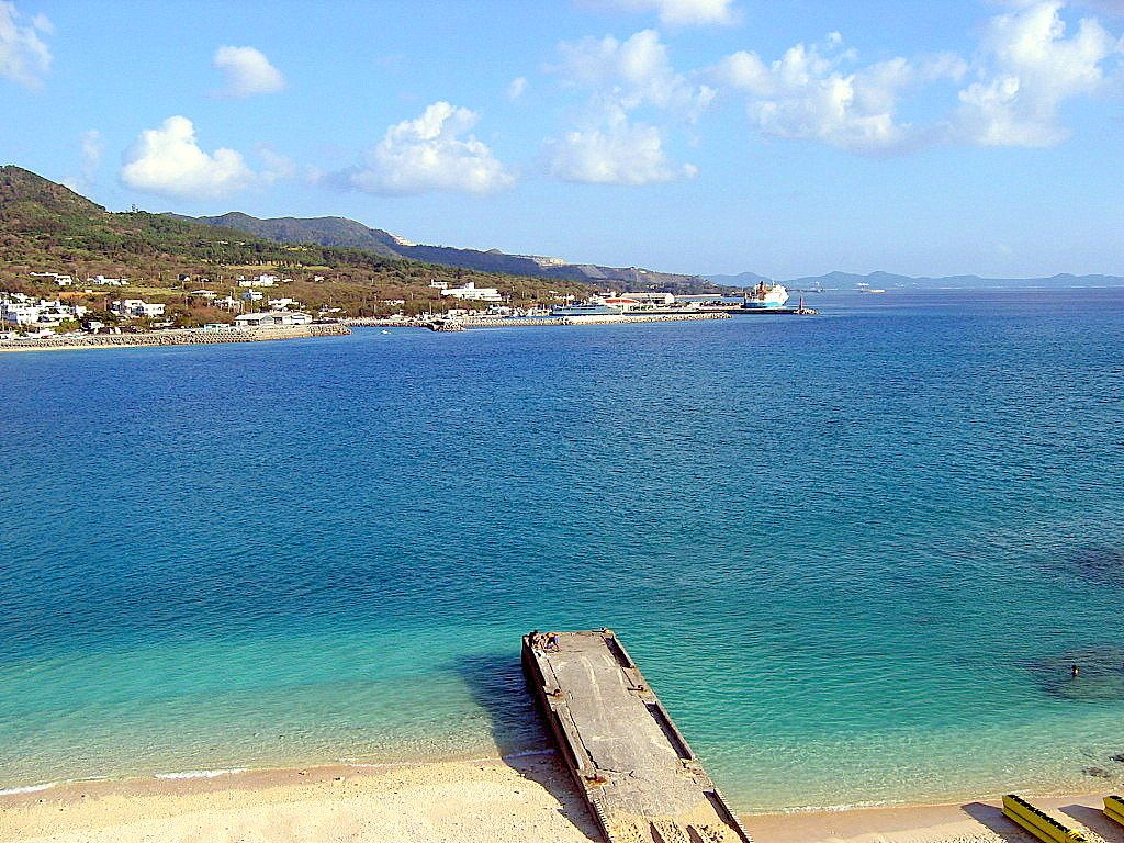 沖縄ブルーの絶景!見るだけでも来る価値あり!