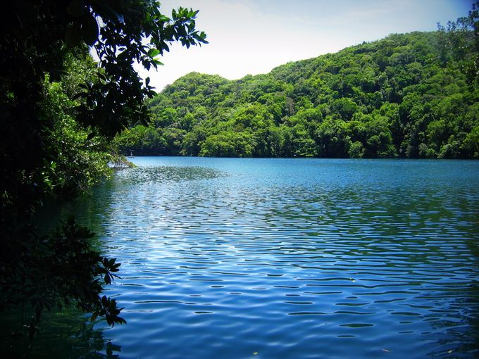神秘的・静寂に包まれた湖!
