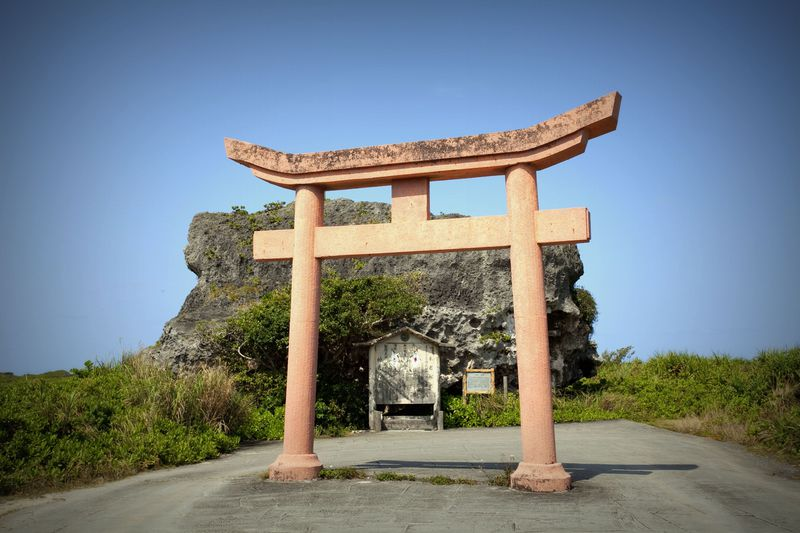 巨大な存在感!沖縄・下地島「帯岩」は大津波を今に伝えるモニュメント