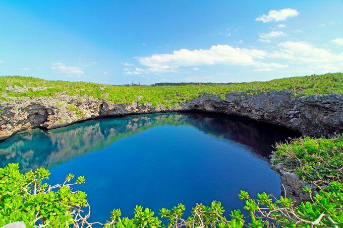下地島で一番有名な観光スポット「通り池」