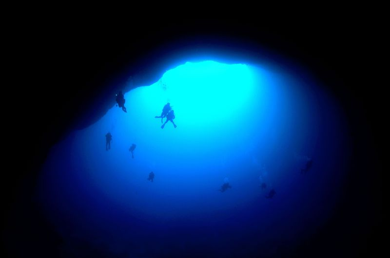 ダイバーも憧れる!沖縄・下地島「通り池」は和製ブルーホールだ!