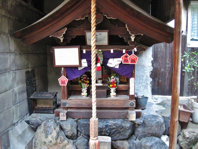 神社には珍しい「地蔵尊」が祀られている