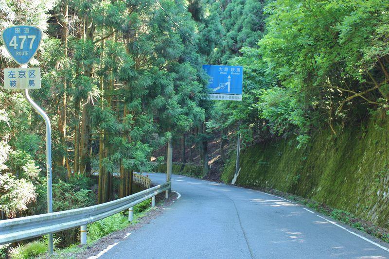 1回で曲がれない!?京都・国道477号線「百井別れ」は酷道マニアの聖地