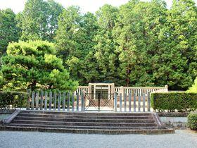 天皇陵めぐりがプチブーム!?「天智天皇 山科陵」は京都最古の天皇陵|京都府|トラベルjp<たびねす>
