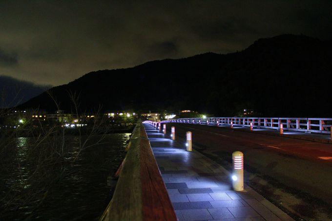 嵐山のシンボル・渡月橋は夜にその名が付いた