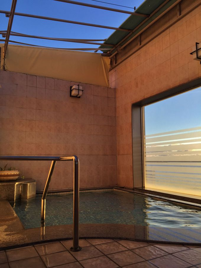 「ホテル ルートイン名護」最上階の大浴場は半露天風呂!