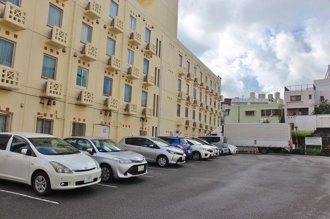 平面駐車場完備の「ホテルパークスタジアム那覇」