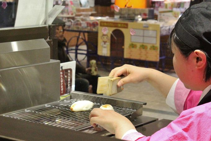 橋本蒲鉾店のアツアツ「手焼き笹かまぼこ」