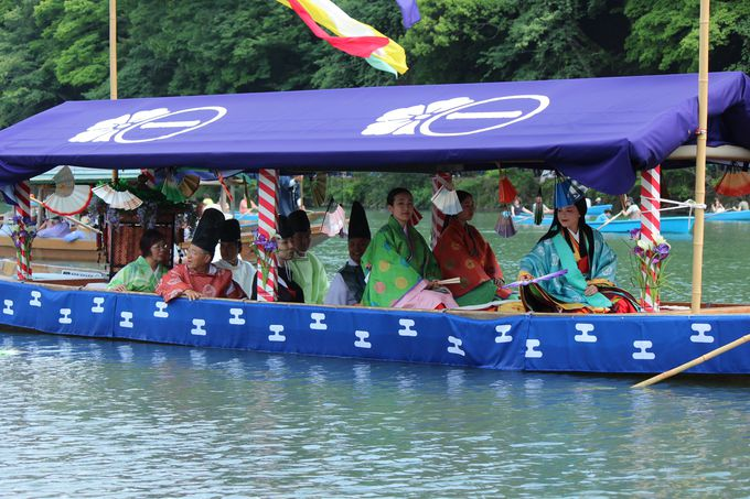 「三船祭」のクライマックスは扇の争奪戦!