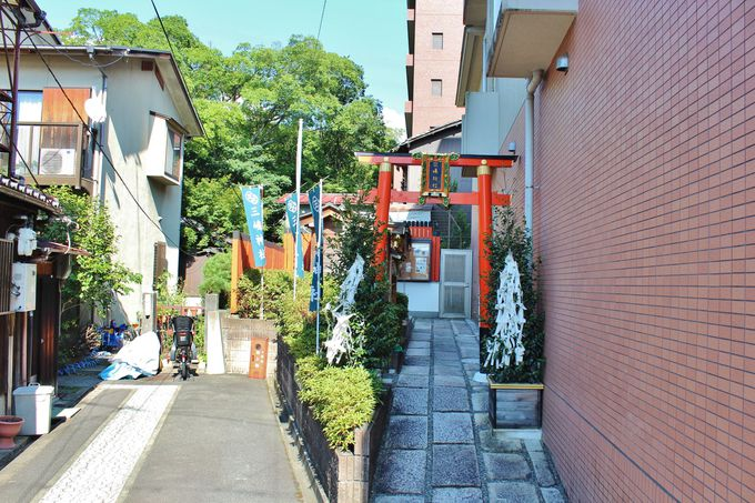 ひっそりと佇む「三嶋神社」