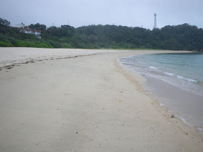 アウトサイドには露天ジャグジー その先には絶景ビーチが!