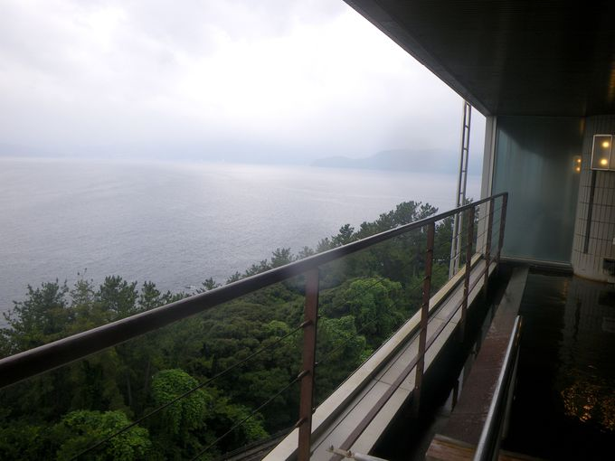 最上階8階にオーシャンビューの絶景・展望温泉大浴場