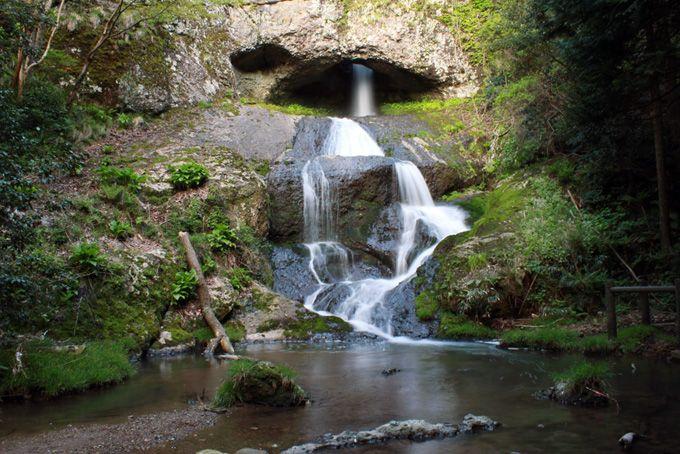 岩の穴から抜け落ちる!世にも珍しい滝!〜桶滝〜