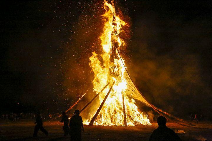 高さ30mの大規模な大松明が燃え盛る!〜能登島向田の火祭〜