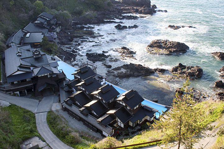 聖域の岬に建つ絶景温泉!よしが浦温泉・ランプの宿♪