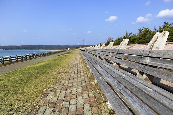 ギネス登録された「世界一長いベンチ」は、西能登屈指の夕日スポット!