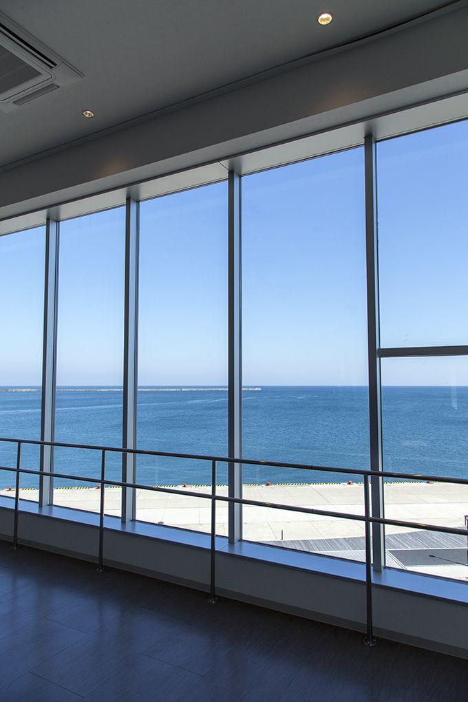 3階展望ロビーは輪島港の絶景!1階ショップはオリジナルグッズがいっぱい!