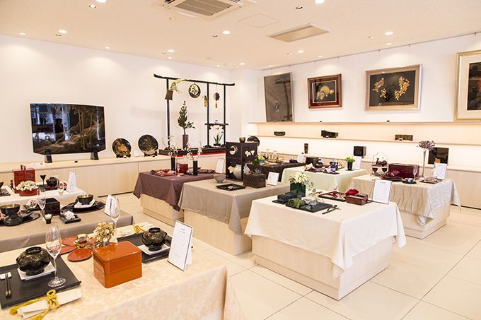 1階は豪華絢爛な輪島塗が並ぶ漆器展示販売コーナー♪