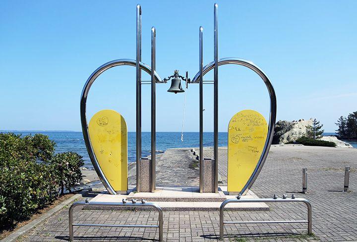 通称「ラブロード」の恋路海岸は、縁結びパワースポット!