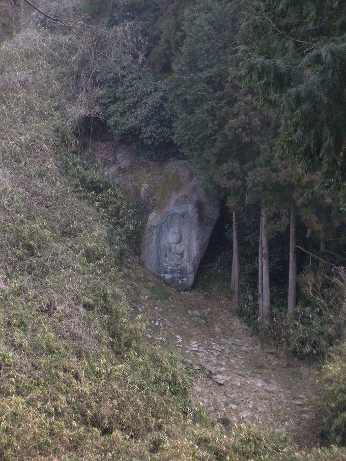 大門仏谷の如来形磨崖仏