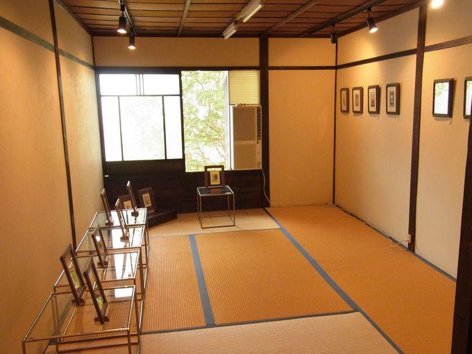 京町家の建物内部でくつろぎながら極上アートを鑑賞