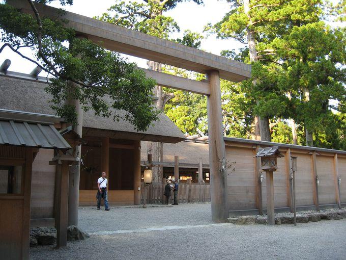 まずは神宮の要の外宮・豊受大神宮へ