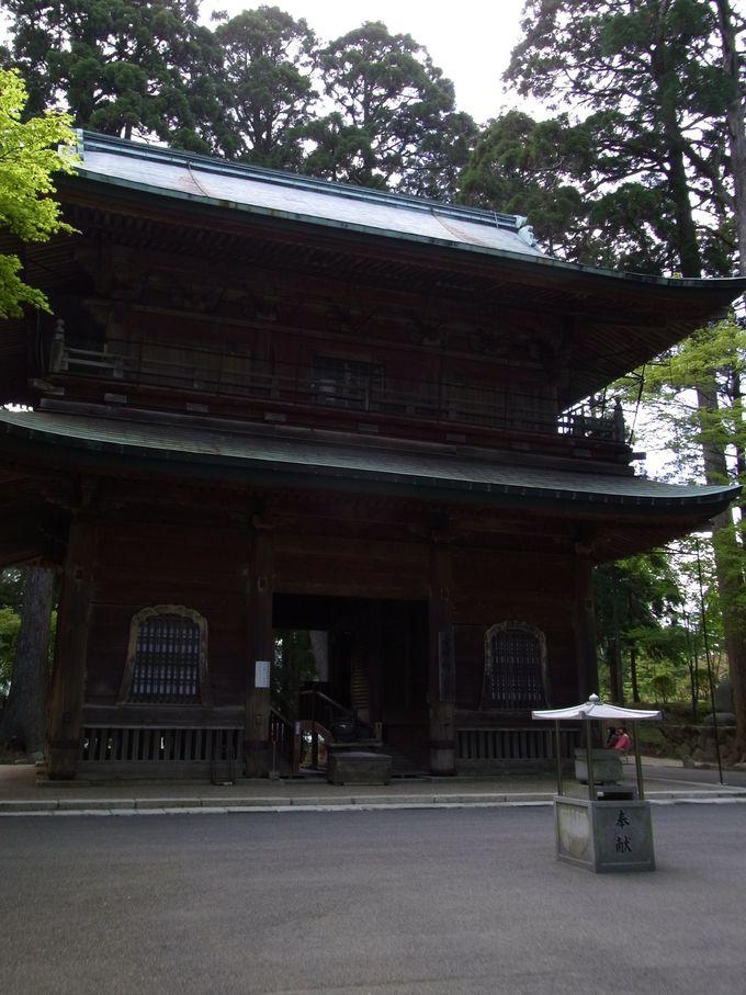 根本中堂の山門にあたる文殊楼