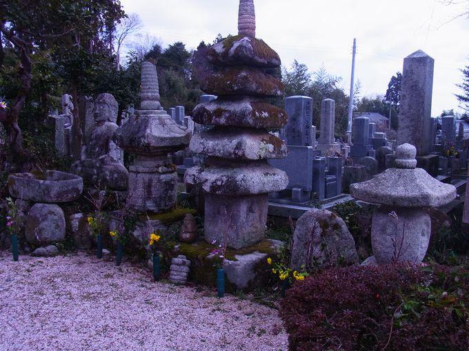 安曇川中の石仏が一堂に会する玉泉寺の庭