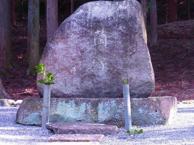 一乗寺村・曼殊院脇にある珍しい微生物供養の「菌塚」