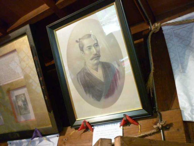 信長公の肖像画はとてもハンサム。